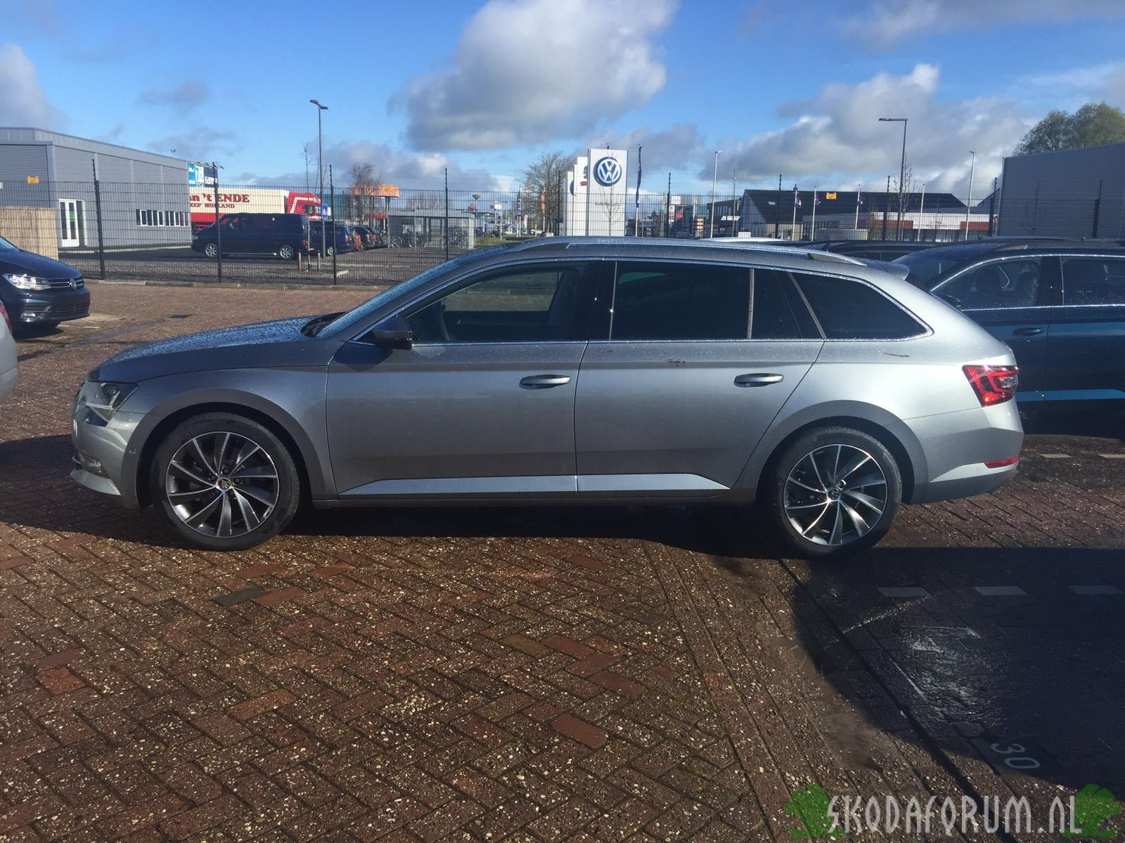 Skoda Superb Combi Style Businessline Business Grey Pegasus Antraciet zijkant